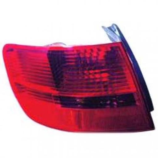 Feu arrière droit partie extérieur AUDI A6 de 04 à 06 - OEM : 4F9945096